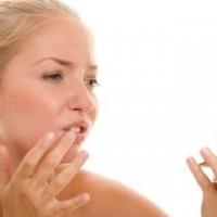 How to Treat The Corner Lip Cracks?