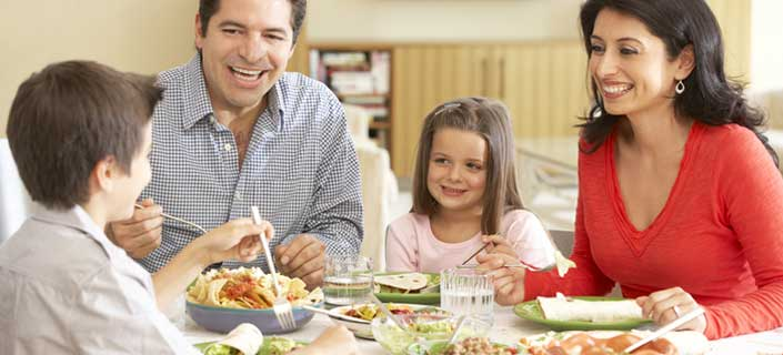 10 Reasons To Eat Family Dinner Together