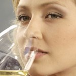 Liquor and White Wine Increase Rosacea Risk in Women, Study Finds