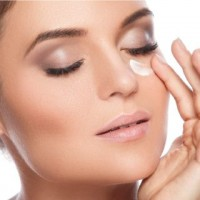 Hydrating eye cream for sensitive eyes
