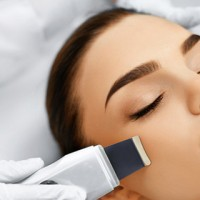Rejuvenates Skin with ultrasound therapy